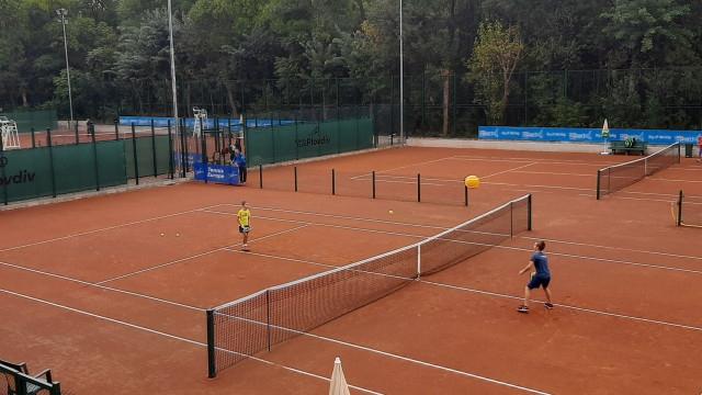 100 деца откриха новия тенис комплекс в парка на Младежкия