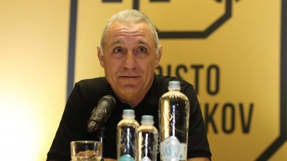 Единственият българин във ФИФА 100 Христо Стоичков представи своята марка