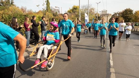 ParaKids събира отбор от приятели за закупуване на специализирани колички