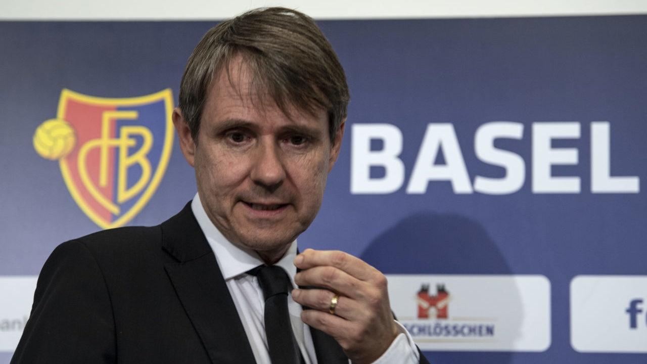 Президентът на швейцарския футболен отбор Базел Бернхард Бургенер се оттегля