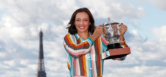 """Новата шампионка на """"Ролан Гарос"""" Ига Швьонтек показа първото нещо,"""