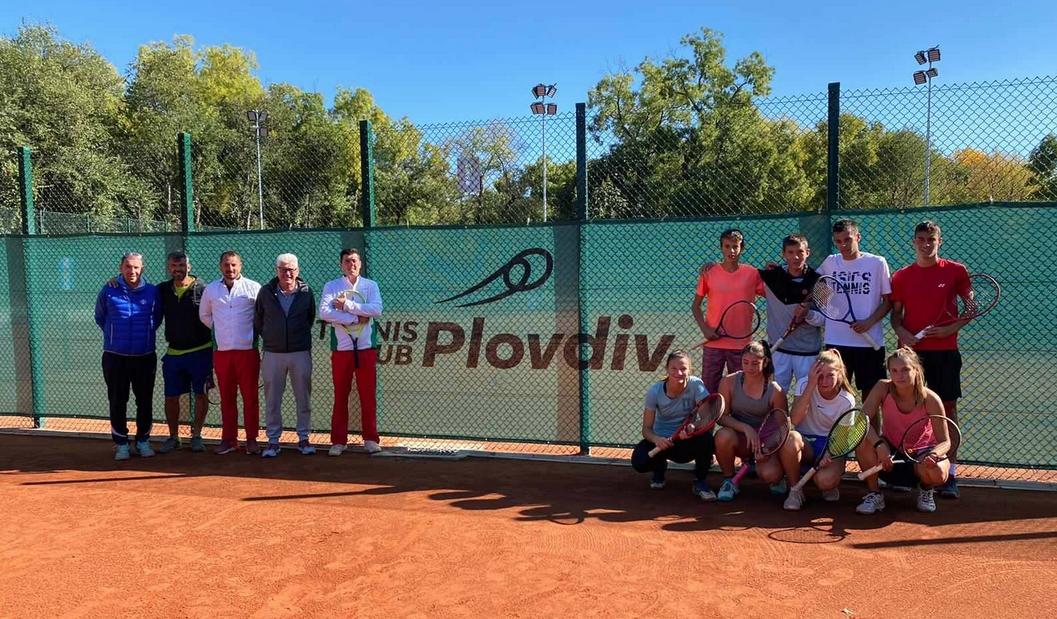 Легендарният австралийски тенисист Пол Макнами се включи в тридневен лагер