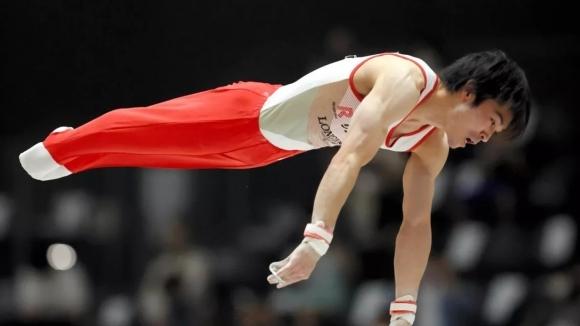 Трикратният олимипйски шампион по спортна гимнастика Кохей Учимура (Япония) е