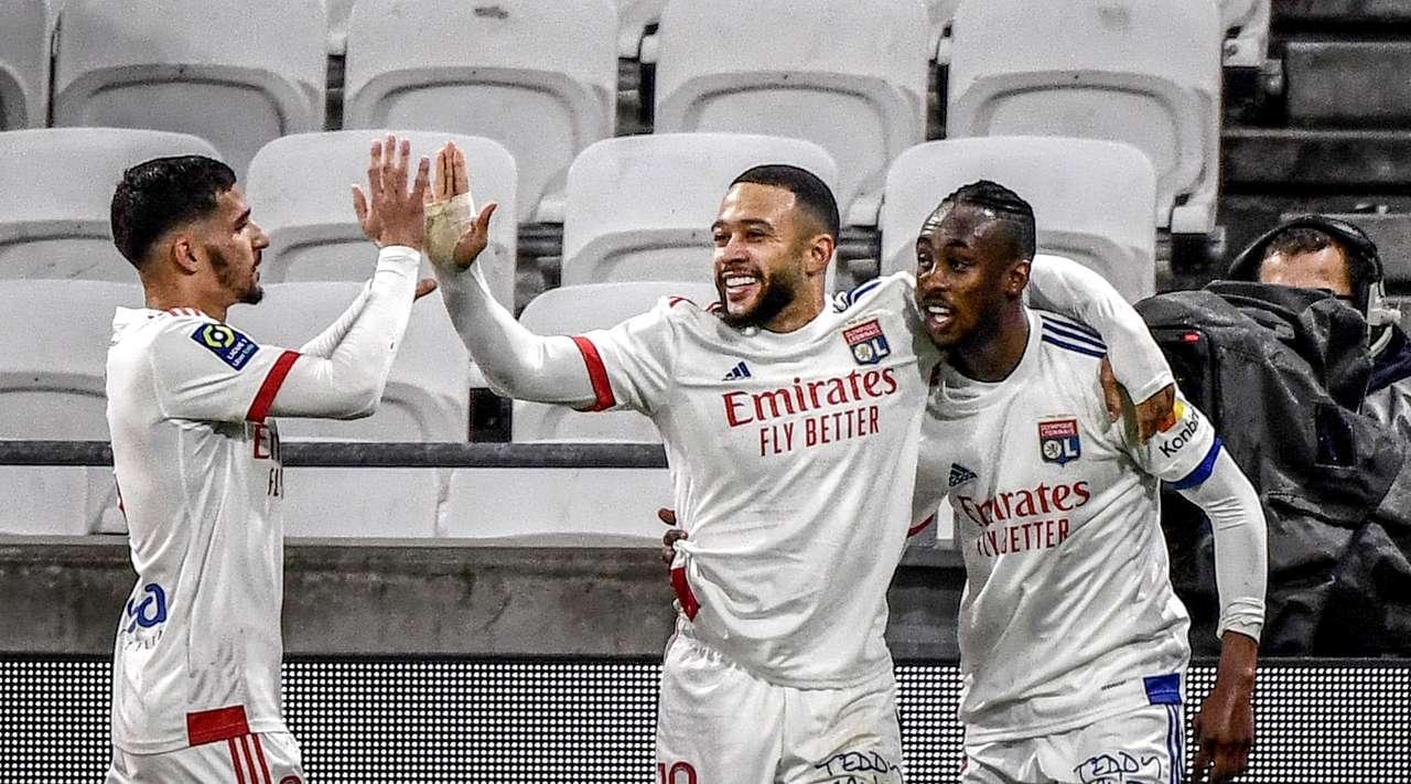 Лион е новият лидер във френската Лига 1. Тази вечер