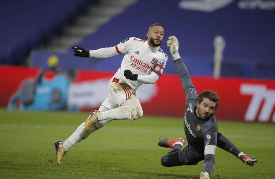Отборът на Лион остана лидер във френската Лига 1, след