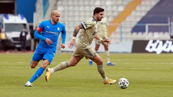 Атакуващият футболист Обертан е получил контузия. Французинът изигра едно полувреме