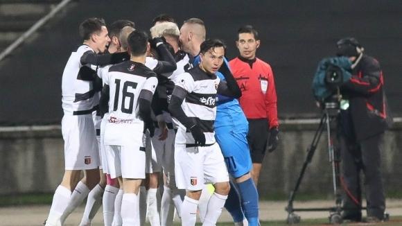 Футболистите и треньорите на Локомотив (Пловдив) продължават да очакват заплатите
