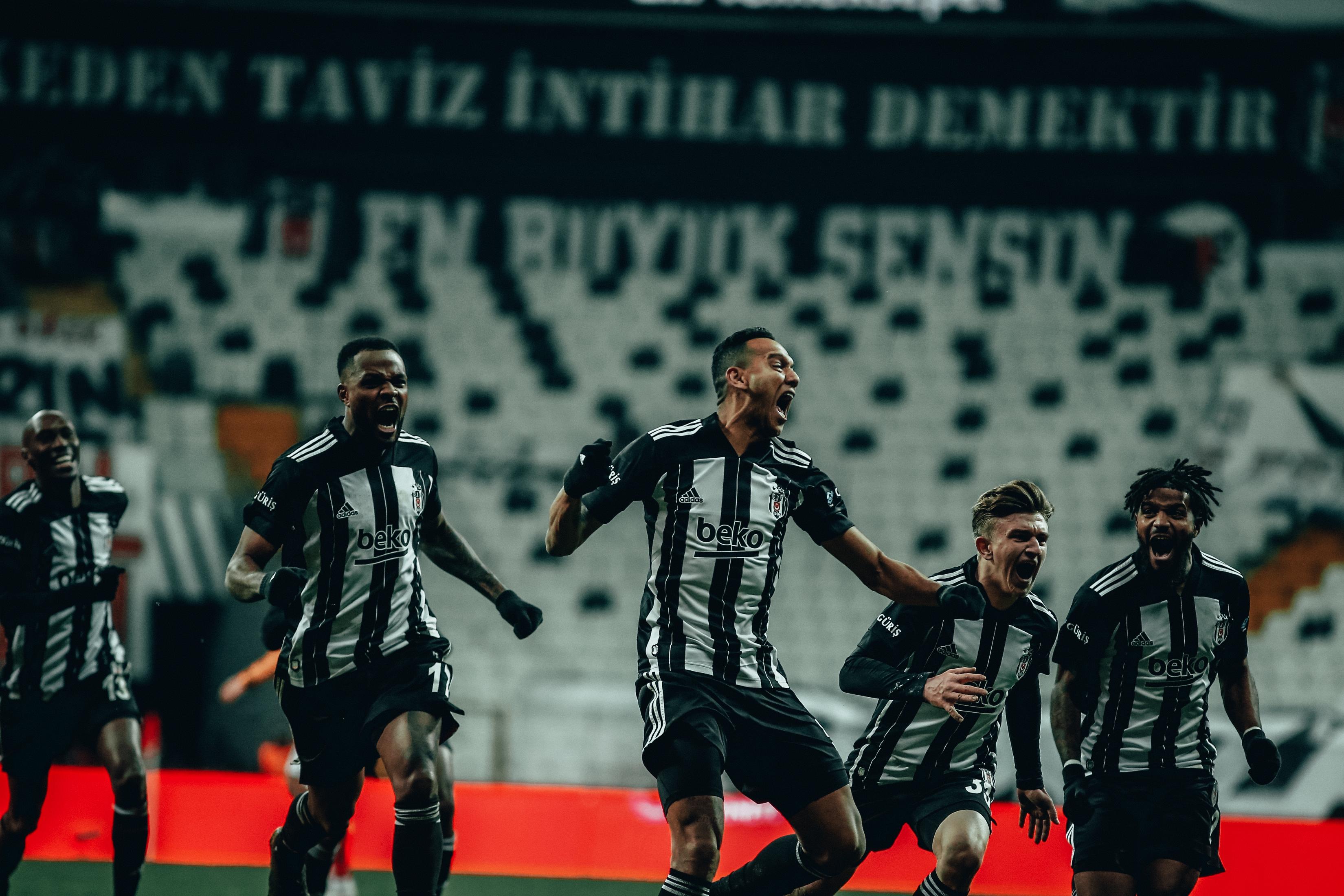 Бешикташ записа голяма победа с 2:0 в дербито с Галатасарай
