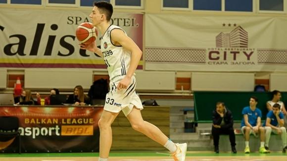Юношеският тим на Академик (Пловдив) се пребори за първи успех