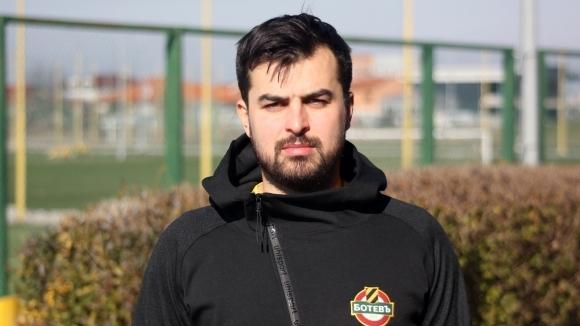 Ботев (Пловдив) увеличи треньорския щаб на представителния отбор с още