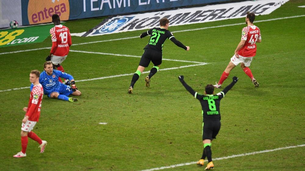 Отборът на Волфсбург победи с 2:0 като гост Майнц 05