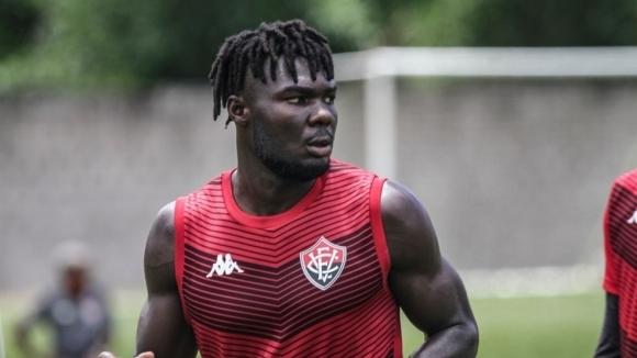 До броени дни нападателят Джорди Кайседо трябва да стане футболист