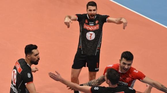Волейболният национал Мартин Атанасов и неговият Зираатбанк (Анкара) записаха 14-а