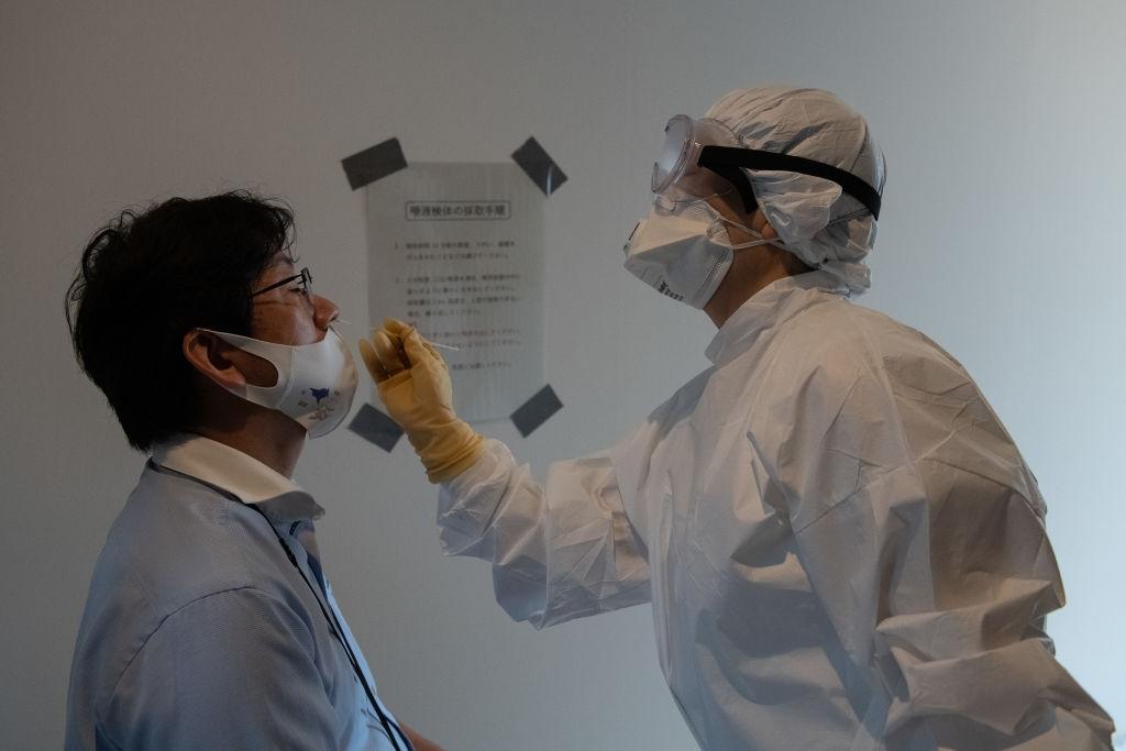 Японското правителство планира да осигури около 10 хиляди медицински работници