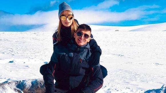 Футболистът на и половинката му - известната певица Михаела Маринова,