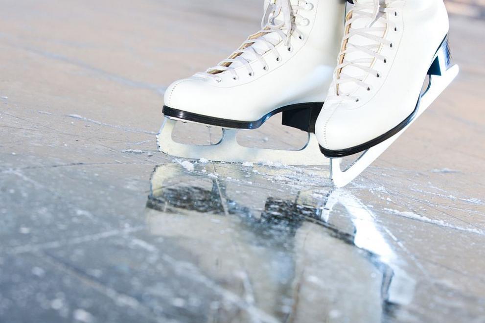 Ледената пързалка в Перник ще започне да функционира днес от