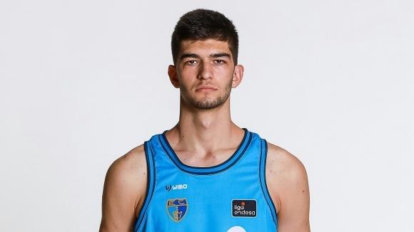 18-годишният център Емил Стоилов продължава да получава шансове в мъжкия