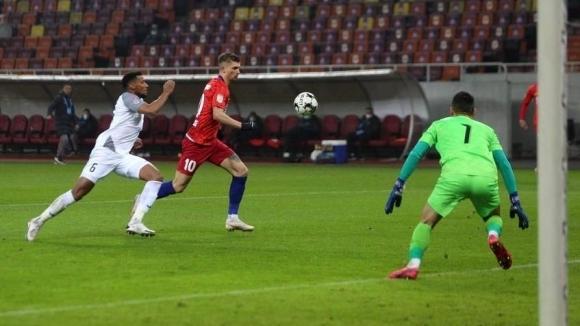 Късният неделен мач от 22-ия кръг на румънското първенство завърши