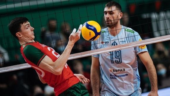 Капитанът на националите Цветан Соколов и тимът на Динамо (Москва)