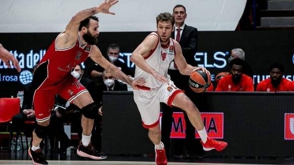 Гръцкият гранд Олимпиакос с българската баскетболна звезда Александър Везенков приема