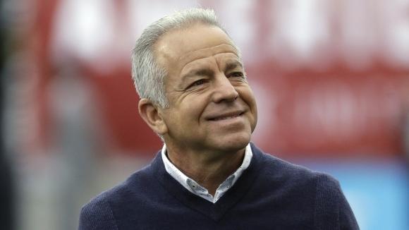 Дейв Саракан беше назначен за старши треньор на националния отбор