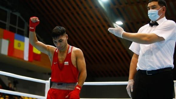 Даниел Асенов се класира за полуфиналите в категория до 52