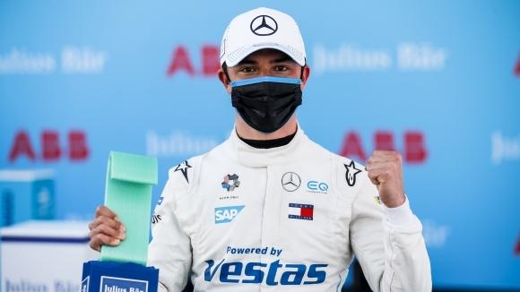 Пилотът на Mercedes Ник де Врийс ще стартира от пол-позишън