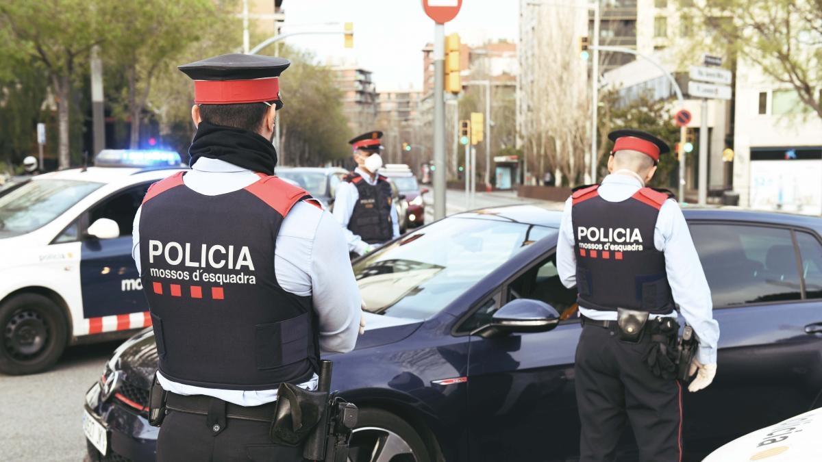 Каталунската полиция се появи изненадващо днес в офисите на Барселона,