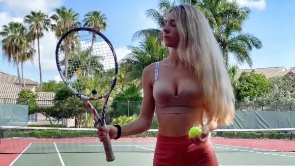 Украинската тенисистка и моделАнджелина Димова не спира с провокациите в