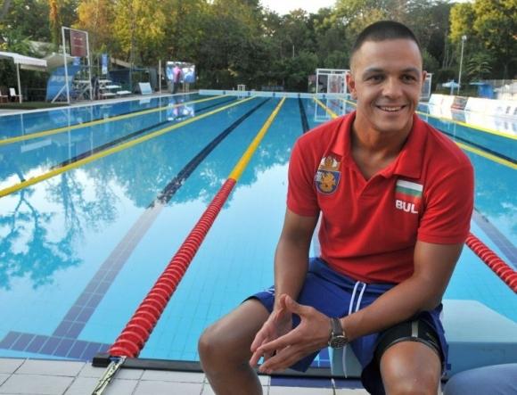 Световният рекордьор на 12-часово плуване без прекъсване на 50-метров басейн