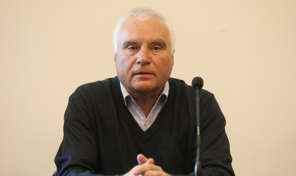 Председателят на съдийската комисия към БФС Костадин Гергинов даде пояснение