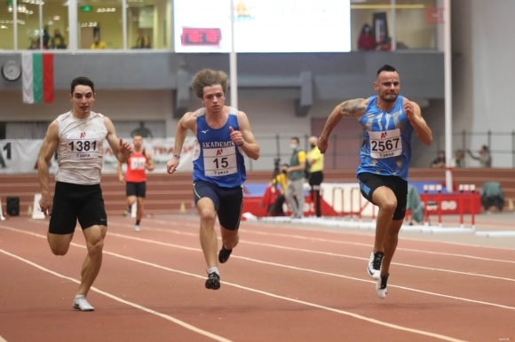 Българите Денис Димитров и Веселин Живков отпаднаха в квалификациите в