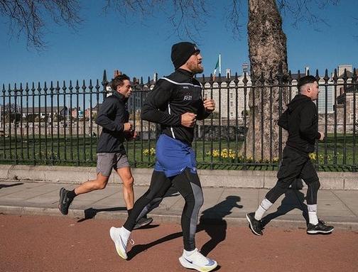 Конър Макгрегър пробяга 150 километра заедно със свои приятели за
