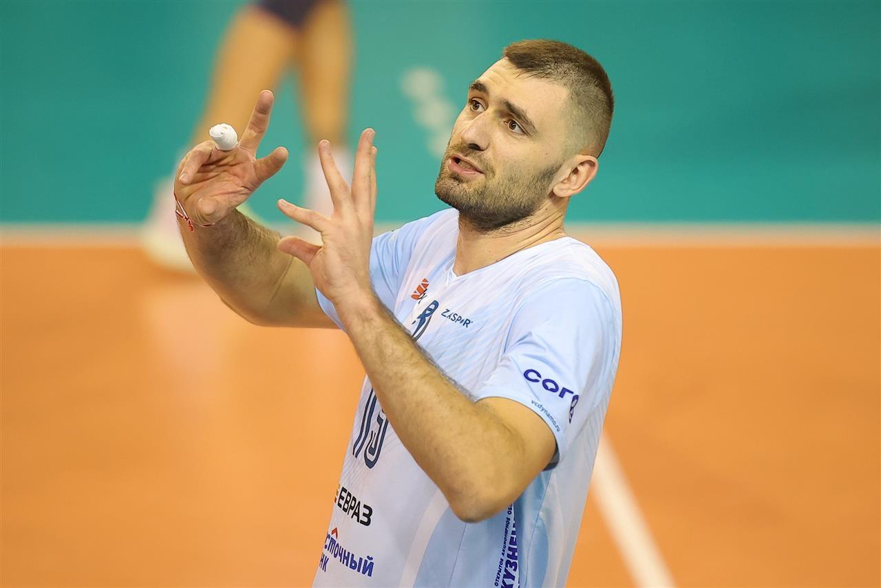 Капитанът на националния ни волейболен отбор Цветан Соколов, който получи