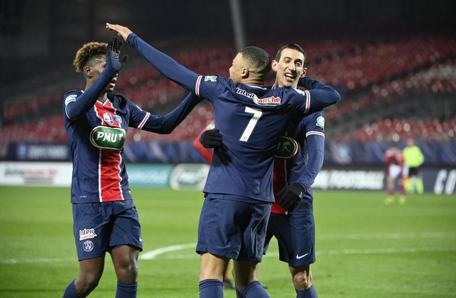 Отборът на Пари Сен Жермен постигна убедителна победа с 3:0