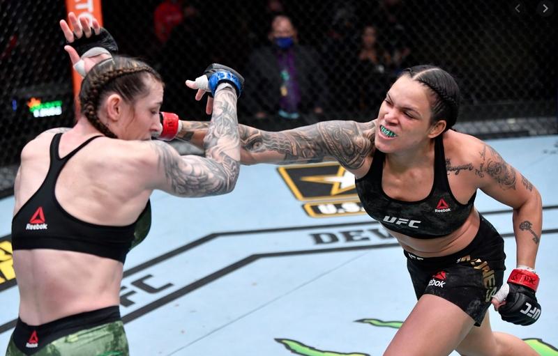 Бразилската суперзвезда в смесените бойни изкуства Аманда Нунеш направи успешна