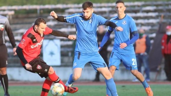 Лидерът на Северозападната Трета лига Левски (Лом) изпусна победата срещу