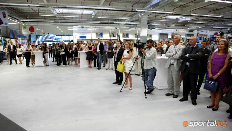 e70d0403a88 С грандиозен коктейл беше открит новият спортен магазин DECATHLON в София -  Галерии БГ Футбол - Sportal.bg