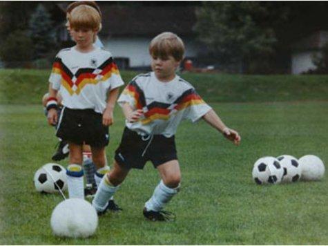 Първите стъпки на Швайни във футбола - през 1990 година в Обераудорф