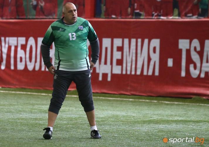 Бойко Борисов и футболни ветерани се събраха на традиционния коледен турнир в София