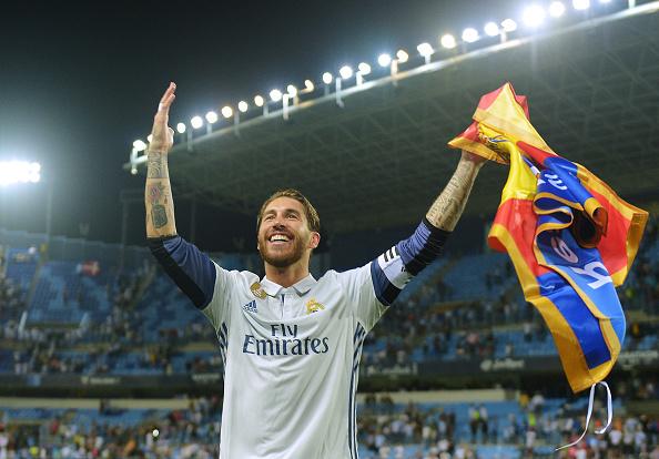 Реал Мадрид празнува на терена в Малага