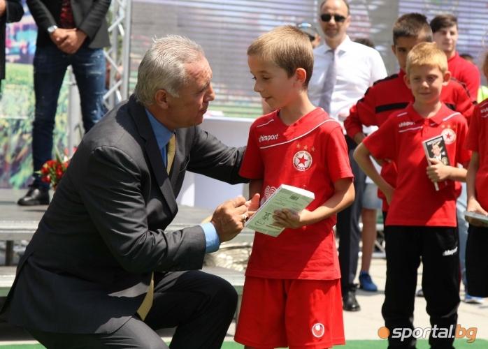 Стоичков представи книга за себе си пред НДК
