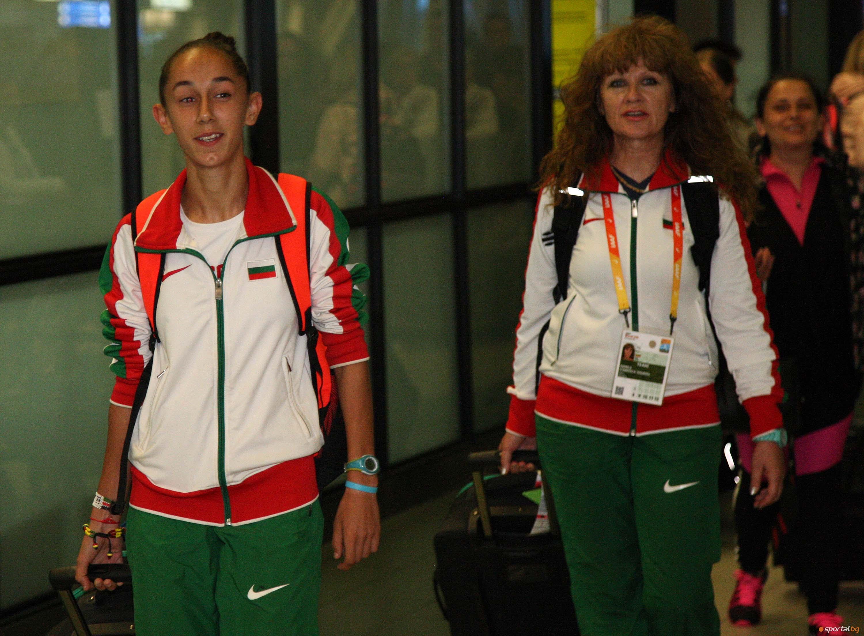 Световната медалистка Александра Начева се прибра в България