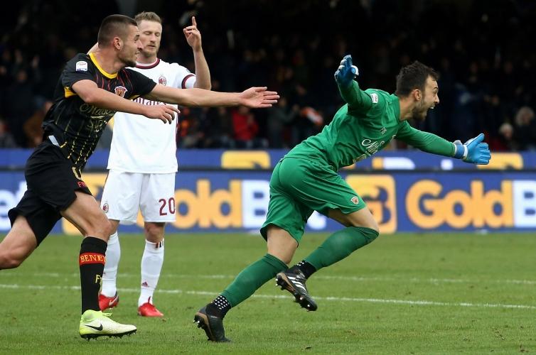Вратар шокира Милан с гол в 95-ата минута