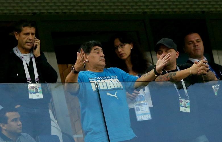 Емоциите на Диего Марадона по време на Аржентина - Нигерия