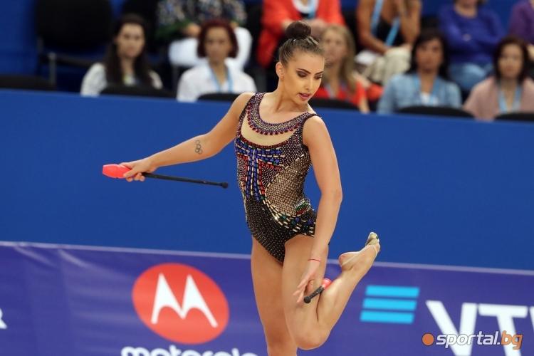 Катрин Тасева с бухалки на СП по художествена гимнастика