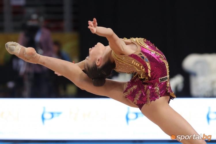 Невяна Владинова с обръч на СП по художествена гимнастика