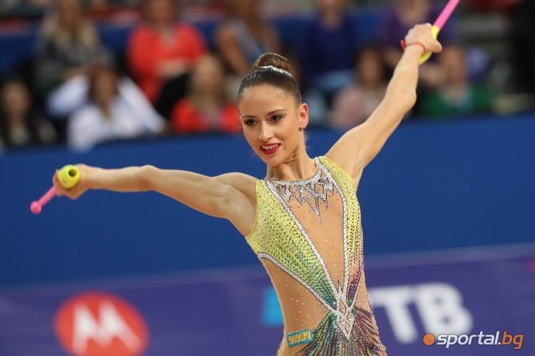 Невяна Владинова с бухалки на СП по художествена гимнастика