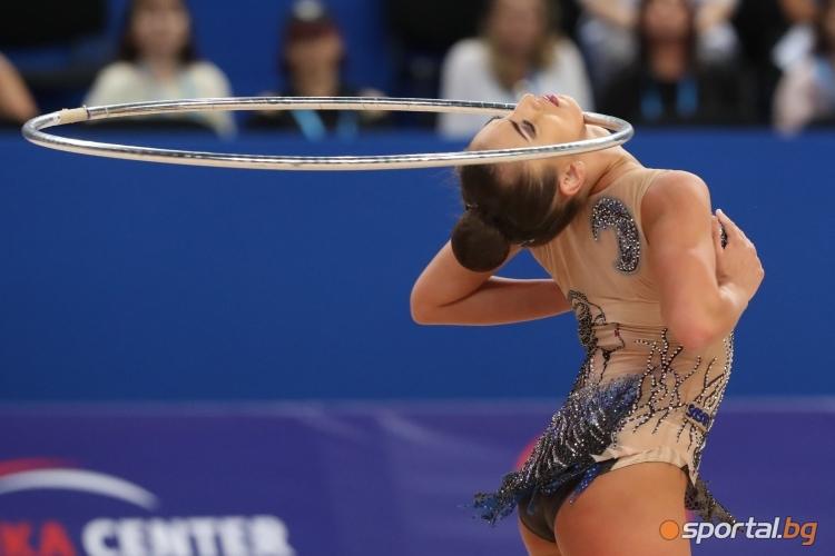 Катрин Тасева с обръч на СП по художествена гимнастика
