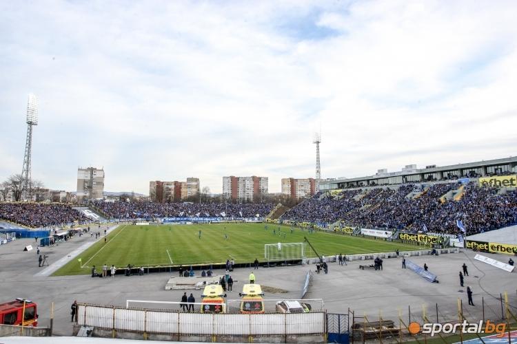 Феновете на Левски по време на мача с Лудогорец